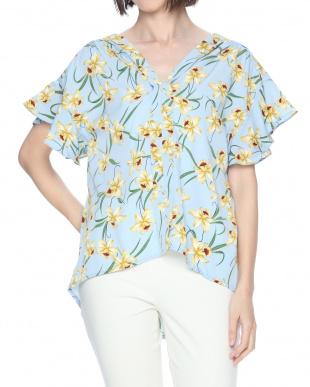 50 フラワープリントアウトヨークフレアスリーブシャツを見る