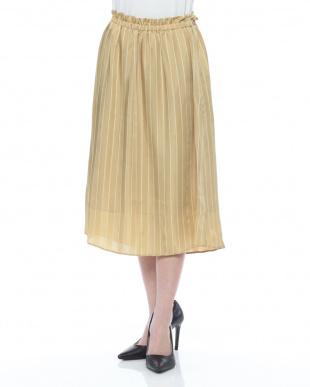 cream スカートを見る