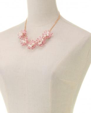 ピンク カラークリアフラワーネックレスを見る