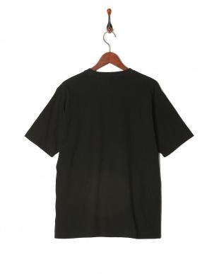 ブラック 半袖Tシャツを見る