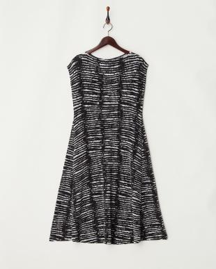 51カラミ柄(白黒系) 白黒プリント シャトルプリーツロングドレスを見る
