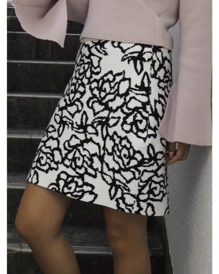 ブラック バラ柄ニットタイトスカート RESEXXYを見る