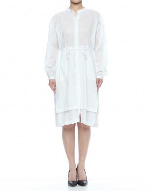 オフホワイト ヘリンボーン ロング シャツドレスを見る