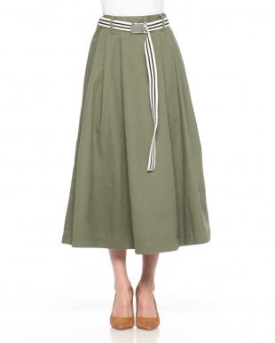 ベージュ ベルト付きスカートを見る