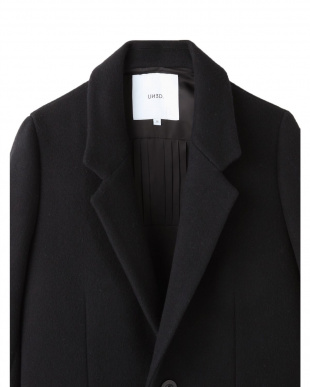 ブラック バックペプラムコート UN3D.を見る