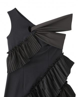 ブラック LAYERED PLEATS DRESS UN3D.を見る