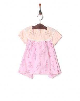 ピンク シャンブレー総刺繍Tシャツを見る
