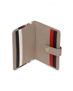 ベージュ  NEWTON PARK CHEVRON カードケースを見る
