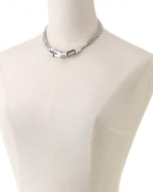シルバー メタルネックレスを見る