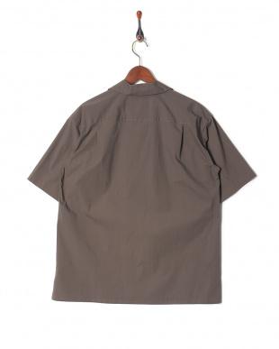 TT01/TAUPE シャツを見る