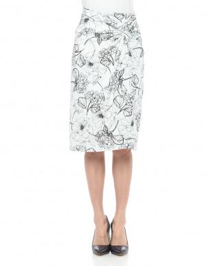 ブラック 手書きフラワープリントツイストスカートを見る