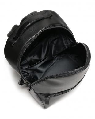 ブラック ブリス レザーラウンドバックパックを見る