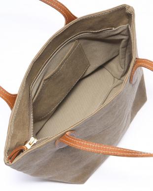 OLIVA 鞄を見る