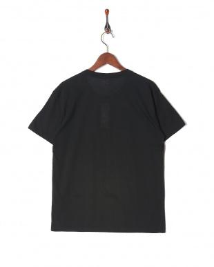 ブラック カジュアルTシャツ クルーネックを見る