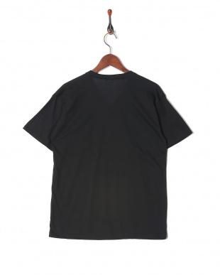 ブラック カジュアルTシャツ Vネックを見る