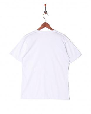 ホワイト カジュアルTシャツ Vネックを見る
