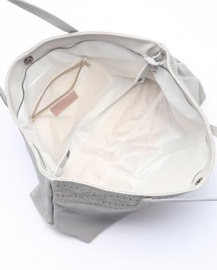 ライトグレー バッグを見る