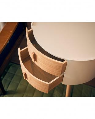 引き出し付き丸型サイドテーブルを見る