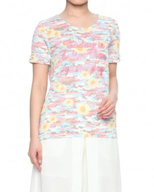 12/赤系C(ピンク) カモフラ×フラワー柄プリントロゴTシャツを見る