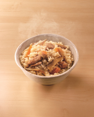 『和風出汁で鶏とごぼうの味わいを引き立てた』 素材を活かした鶏ごぼう丼を見る