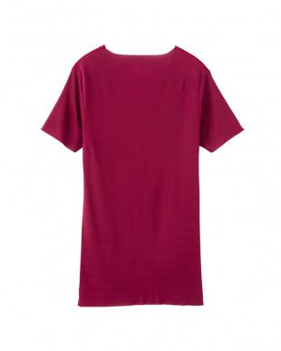 ダークレッド VネックTシャツを見る