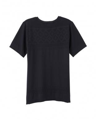 ブラック クルーネックTシャツを見る