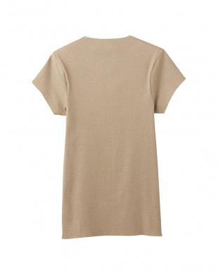 クリアーベージュ  VネックTシャツ(短袖)を見る