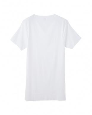 ホワイト VネックTシャツを見る
