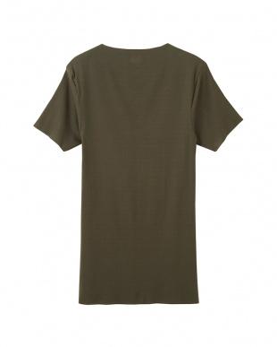 カーキー VネックTシャツを見る