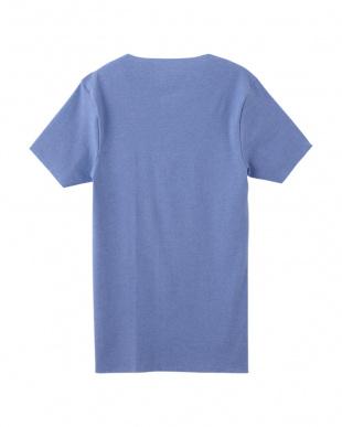 マリンブルー  VネックTシャツを見る