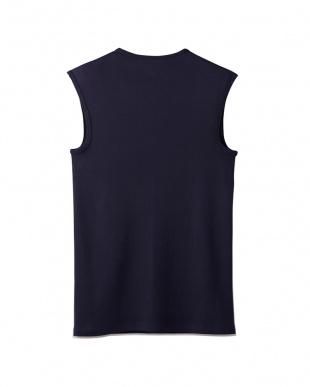 ディープブルー Vネックスリーブレスシャツを見る