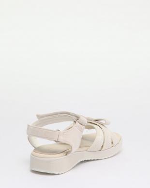 002 靴を見る