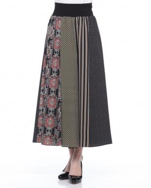 ブラック コモン柄+ストライプ組み合わせロングスカートを見る