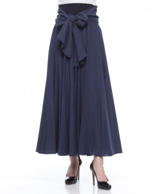 ブルー ベルト付ロングスカートを見る