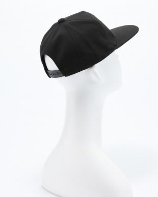 BLACK / / UA BB Flatbrim Emboss Capを見る