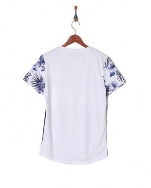 ホワイトブルー Tシャツを見る