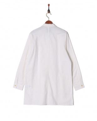 オフホワイト 綿麻ラペルロングシャツを見る