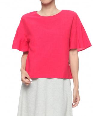 ピンク シャツを見る