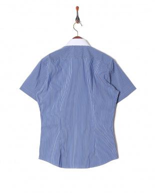 ブルー ストライプボタンダウンシャツを見る