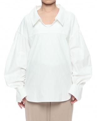 WHITE レイジーカラーシャツを見る