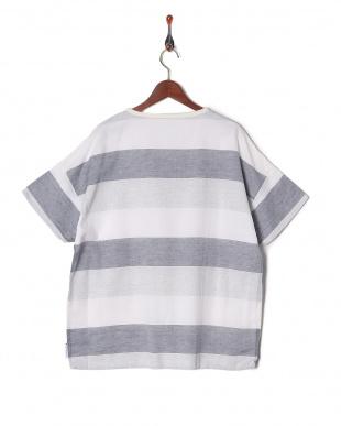 WHITE Tシャツを見る