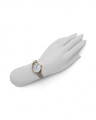 ゴールド/ベージュ 腕時計を見る