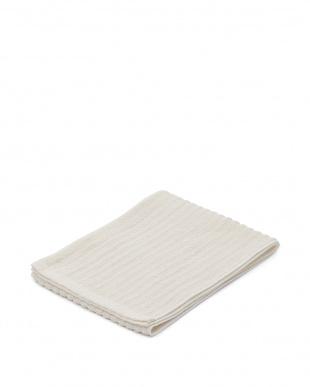 ホワイト/ピンクアイボリー 日本製シルク素材ボディケアタオル2枚・泉州産やわらかバスタオルアイボリー1枚のセットを見る