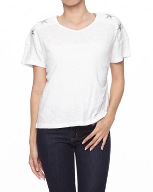 ピンク 星刺繍Tシャツを見る