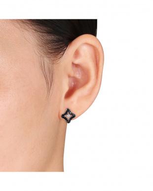 ブラック&ホワイト ダイヤモンド(0.5ct)クオーターフォイル スタッド ピアスを見る