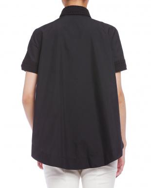 ブラック  刺しゅう使い テントライン 半袖シャツを見る