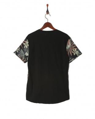 ブラック シャツを見る