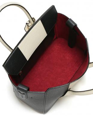 ブラック  レザー ハンドルトップ ベルト バイカラー トートバッグを見る