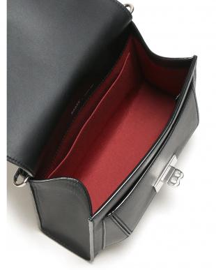 ブラック  レザー 切替デザイン チェーンショルダーバッグを見る
