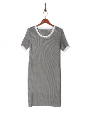 56シャンブレーグレー×ホワイト ビジュー刺繍&配色トリミング シャトル サックドレスを見る